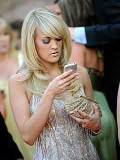 Carrie-underwood_iPhone_pulled it out on red carpet.jpg