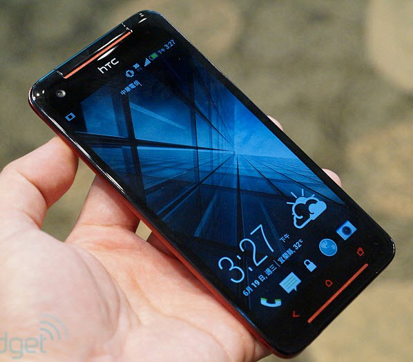 HTC-Butterfly-S-live.jpg