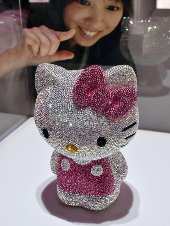41-Swarovski-studded-Hello-Kitty.jpg