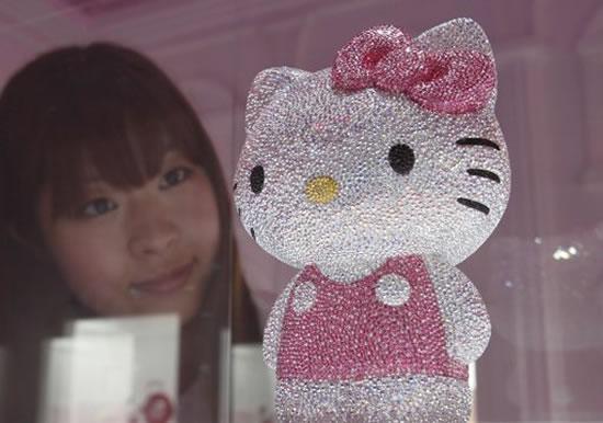 41-Swarovski-studded-Hello-Kitty2.jpg
