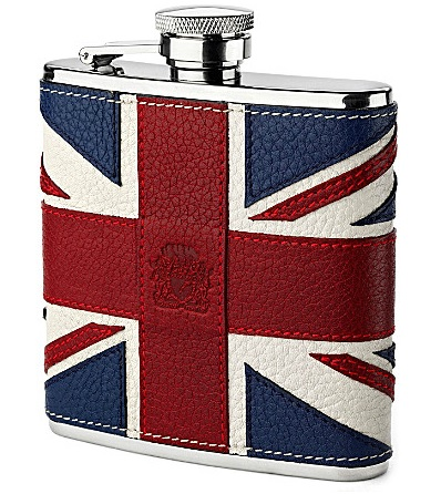 Join in the Britannia fever with this retro-style hip flask. Hand-bound in calf leather with a hand-stitched Union Jack flag at the front. Kidney shaped stainless steel hip flask with a captive top.