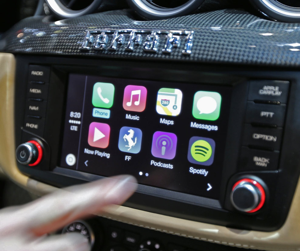 apple 39 s carplay is coming to the vw shinyshiny. Black Bedroom Furniture Sets. Home Design Ideas