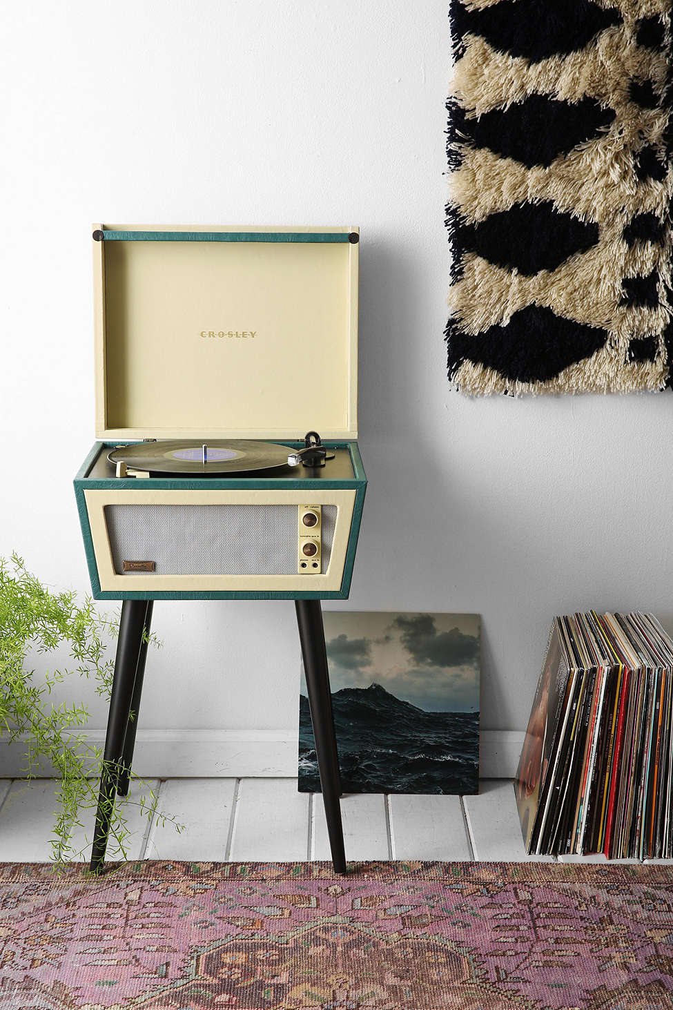 This crosley and urban outfitters record player is stunning - Tourne disque urban outfitters ...
