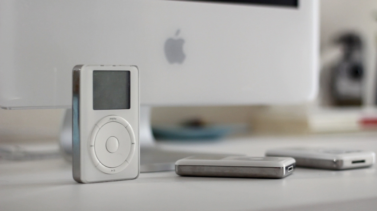 iPod 1st generation with G5 iMac computer