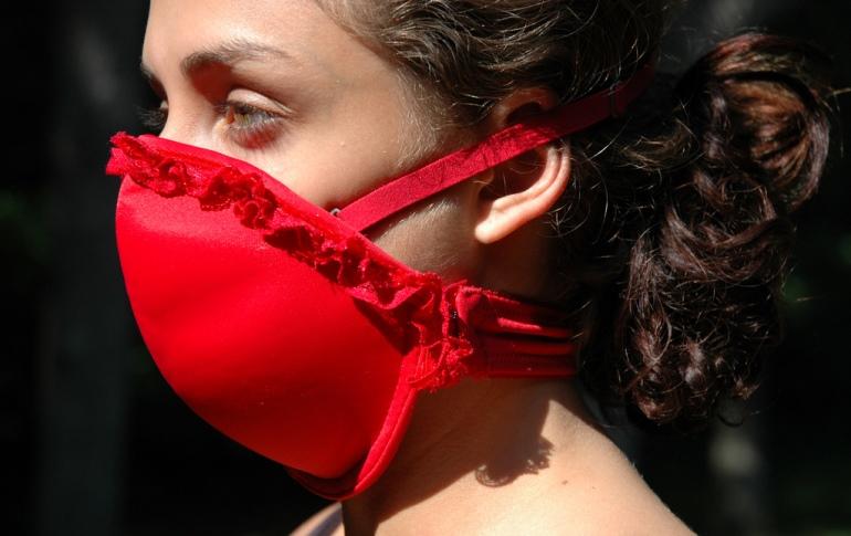 Fashion_lifesaving_emergency_bra_sml