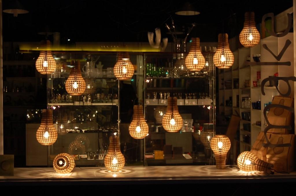 Wooden-Bulb-Lamp-Lots-In-Window-1L