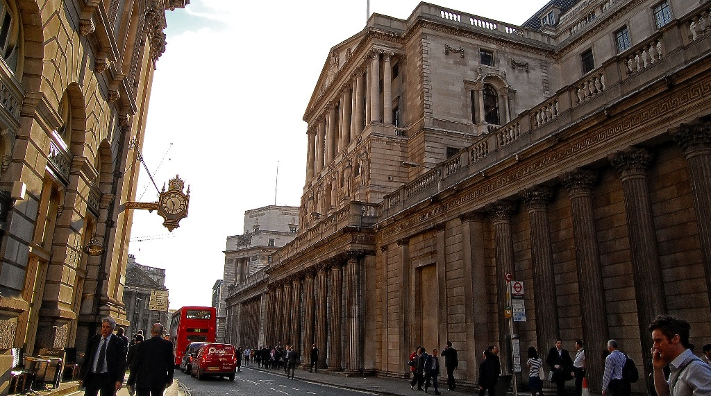 bank-of-england-twitter-facebook