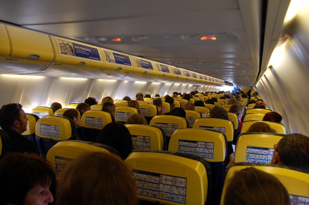 Ryanair_aircraft_cabin