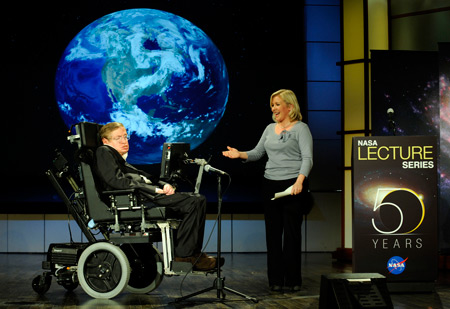 Stephen_hawking_and_lucy_hawking_nasa_2008