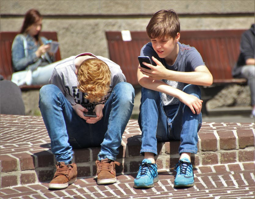 childrenonsmartphones.jpeg